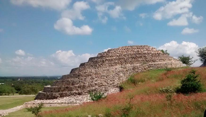 Piramide de Chalcatzingo